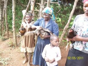 Debora (Großmutter) und zwei (taubstumme) Mädchen